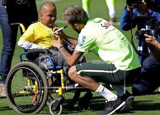aiman razak on twitter image neymar jr meets a young fan in a