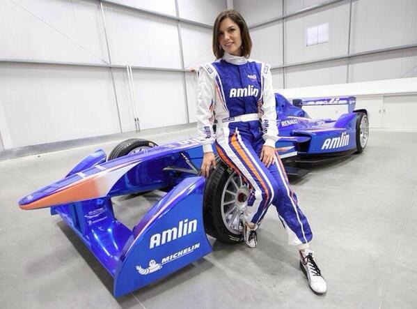 Very pleased to say I am now an official @Amlin_Aguri @FIAformulaE driver http://t.co/4I4cb5ld4n