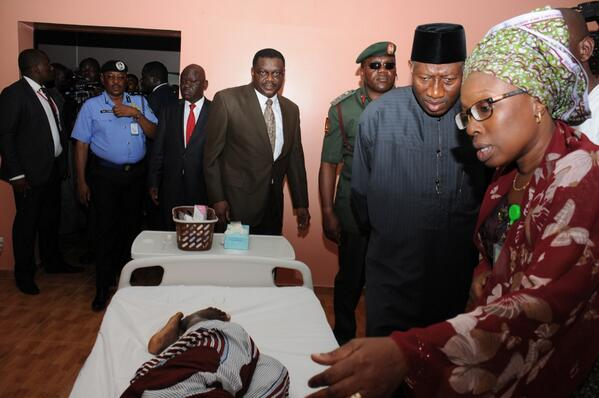 BrIsGNKCEAEt73d - Photo: President Jonathan visiting the site of the EMAB Plaza bomb blast