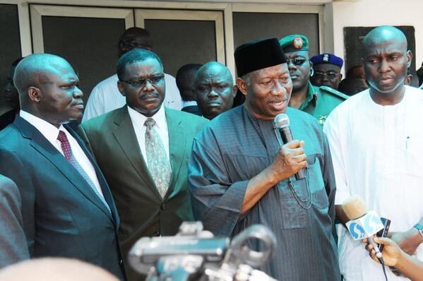 BrIsqNWCAAAxINO - Photo: President Jonathan visiting the site of the EMAB Plaza bomb blast