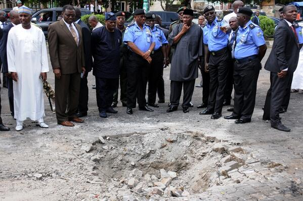BrItK2 CUAAASqq - Photo: President Jonathan visiting the site of the EMAB Plaza bomb blast