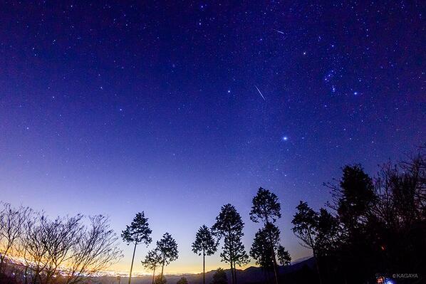 今夜も星が見えないので過去の写真から。流星群の夜。今週もおつかれさまでした。ステキな週末になりますように。 pic.twitter.com/t3I6Misel2