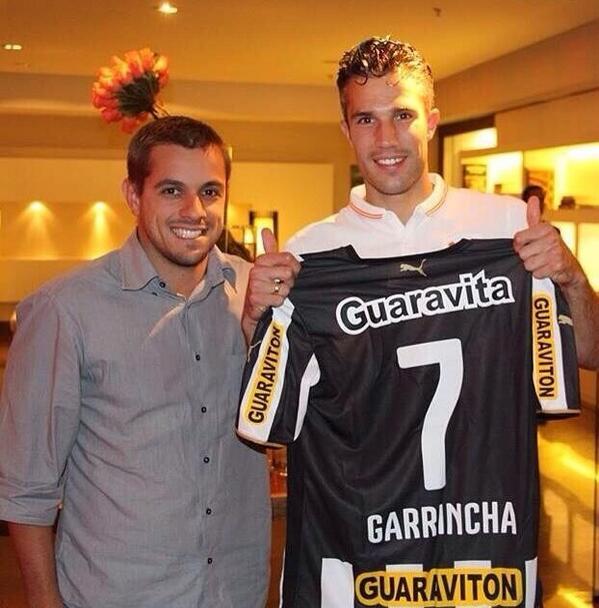 Van Persie é #Botafogo http://t.co/ZDW13SDvC5
