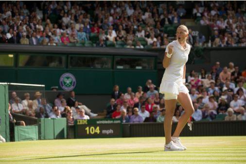 #Kvitova wins a battle royale over #Venus 5-7 7-6 7-5 to move into #Wimbledon R4 where she'll face #Peng. #Wimbledon http://t.co/yevjCrO6al