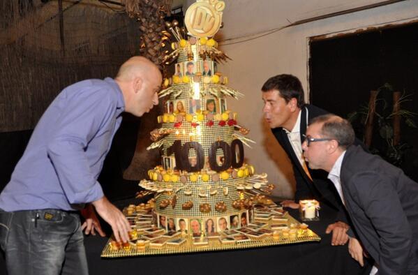 Gràcies a tot l'equip de @divendrestv3 per celebrar els #1000divendresTV3 amb nosaltres!! Per molts més programes!! http://t.co/kcdmXfKbXY