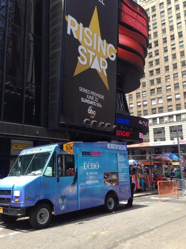 @CoolhausNY: Here in #timesquare giving out FREE ice cream sammies for #EarthToEcho !!  until 4pm #gramyoursam http://t.co/6cnpVmFn0x