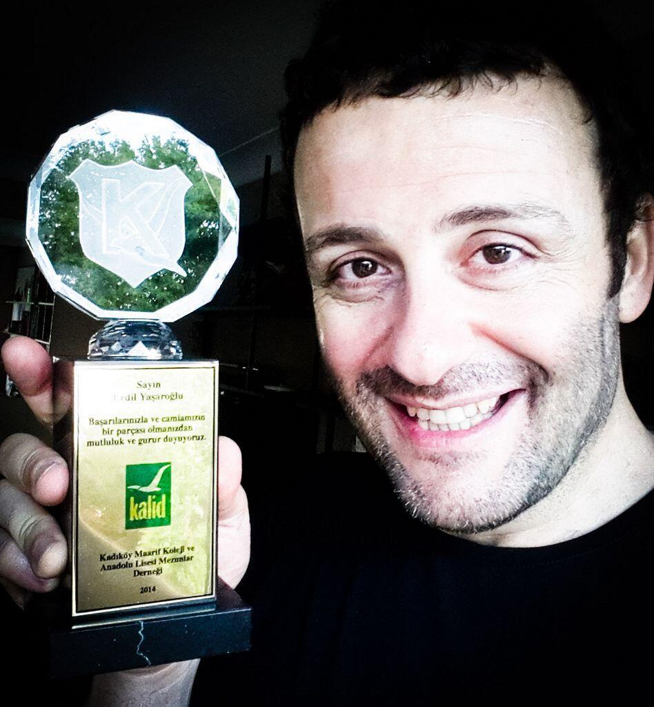 Az önce kendi okulumdan Kristal Martı ödülü aldım. Teşekkürler Kadıköy Anadolu Lisesi :) http://t.co/44xo26Y5W7