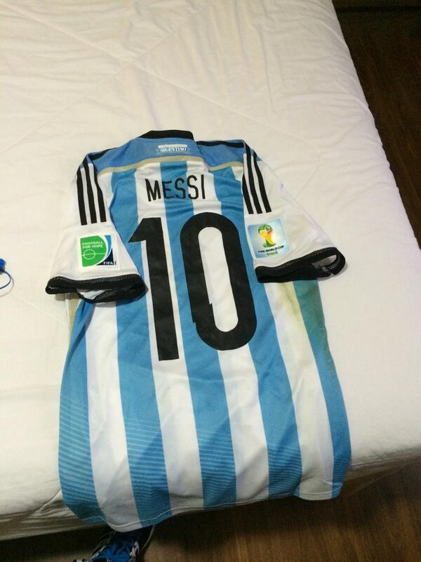 Another shirt that will be coming home with me. 4 times worlds best and probably best number 10 of all times ! http://t.co/9P2dl4xeMB
