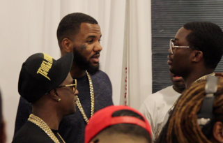 I wonder what @thegame @meekmill & @BOOSIEOFFICIAL are talking about? #BETAwards #talent @106KMEL http://t.co/Sgl4gtCbfh