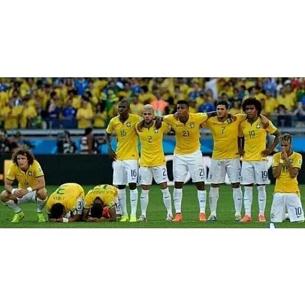 No olvides #Brasil que fue #Chile el que  te tuvo así... De rodillas y pidiendo ayuda divina http://t.co/XkPhAkAVIA http://t.co/cpkp9k8Vcd