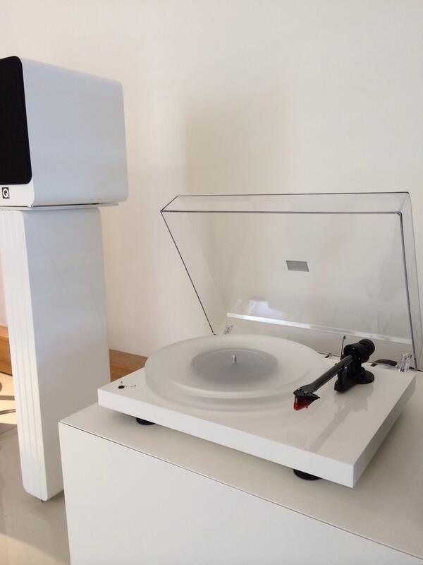 Pro-Ject Debut Carbon Esprit SB, Q Acoustics Concept 20, Audiolab 8200P & 8200CDQ, Artcoustic cabinet. #WHFsystems http://t.co/zPM2pdhMbG