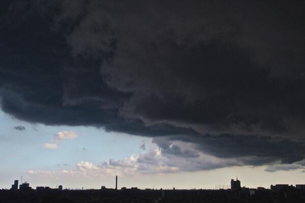 突如黒雲が世田谷を覆い始めたの図 http://t.co/Qdv6OKtWcU