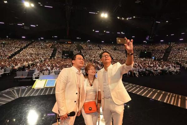 """Taking a #selfie with more than 6000 members in just one service, all #wearwhite to defend marriage."" @LawrenceKhong http://t.co/Byor2gu4FW"