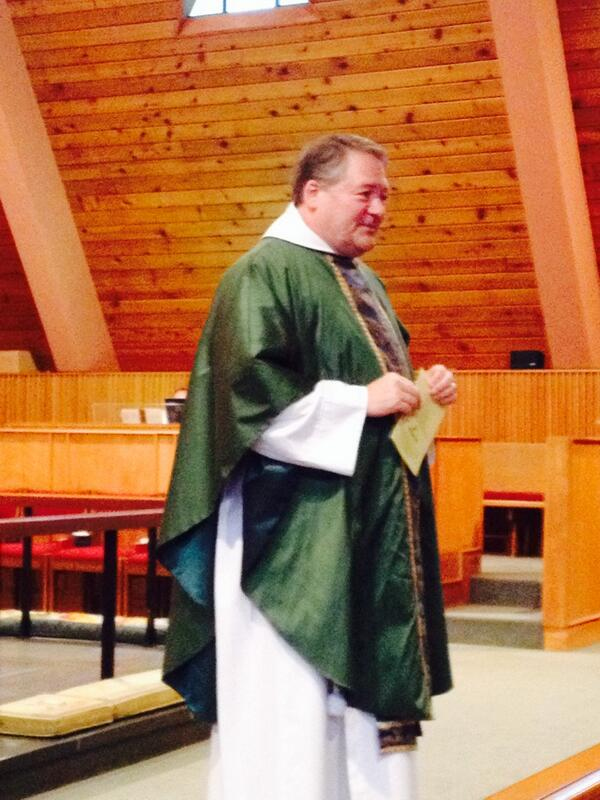 Fr Todd invites all to tweet during service... Lots of funny reactions #GraceKirkwood #Episcopal http://t.co/ZuNENdbyuA