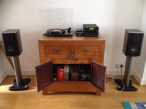#WHFsystems cyrus audio, rega, appleTV, MA PL with easy access whisky when changing discs. http://t.co/lhVHqLJ1fk