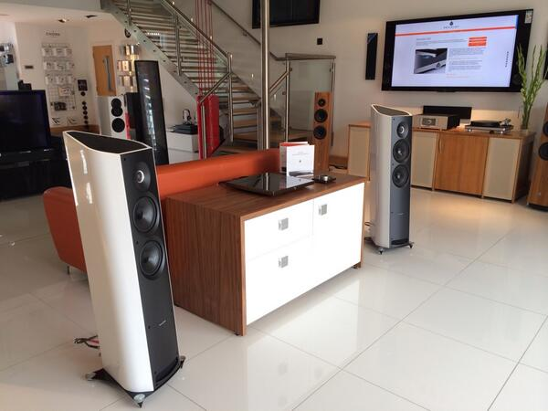 Devialet 120 (SAM engaged), Sonus faber Venere 2.5, Linn Akurate DS, Audio Cabinet Tamara, Chord cables. #WHFsystems http://t.co/RzbyJwiqmd