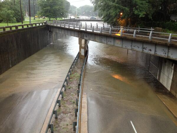 The scene at North Parkway and Cleveland. Underpass flooded with several feet of water as rain continues. #memflood http://t.co/soqs7X5Wmw