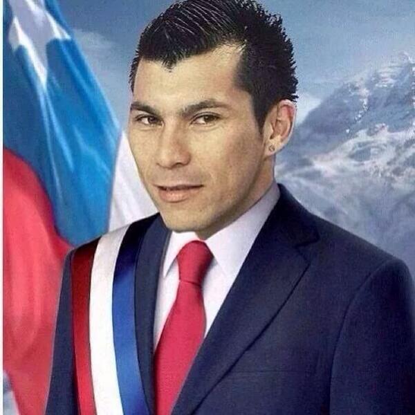 Gary ya llego a la Moneda ✊ http://t.co/wdZZcjFiuU