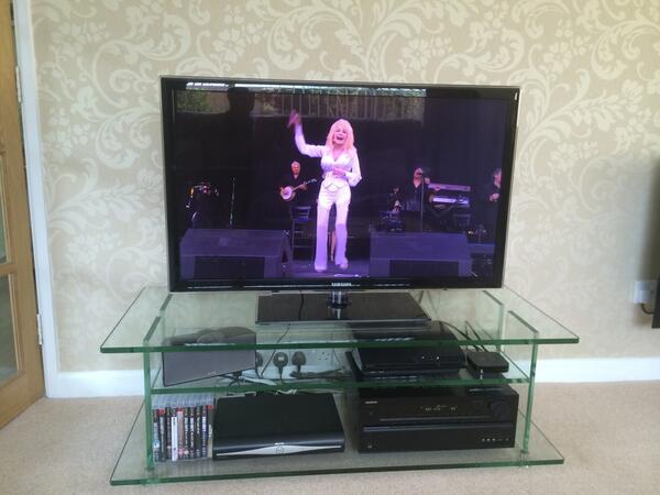 @whathifi #WHFsystems my setup complete with Dolly Parton.. http://t.co/kort5uyJPC
