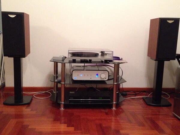 #WHFsystems my set #Decco , #Rega RP1 , #cometeTriangle @whathifi cc @akaAlterEgo @FernandoIzquie http://t.co/qschYxeOc9