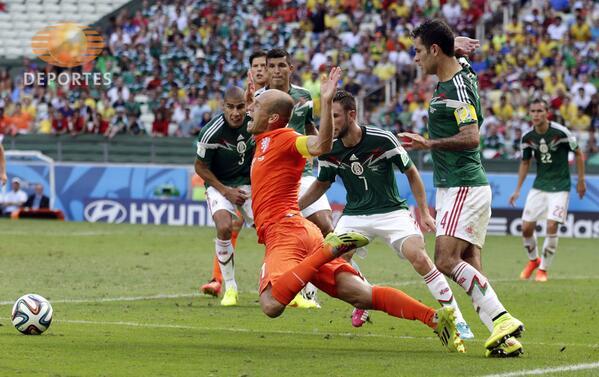 Arjen Robben reconoció haberse tirado un clavado y ofreció disculpas http://t.co/47StkPEh1f #ApaixonadosTD http://t.co/JzT3z5wLdY
