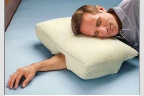 Need this pillow in my life.Hate it when you wake up & your arm is like someone else's-if that someone else was dead! http://t.co/rF9arNpNWY
