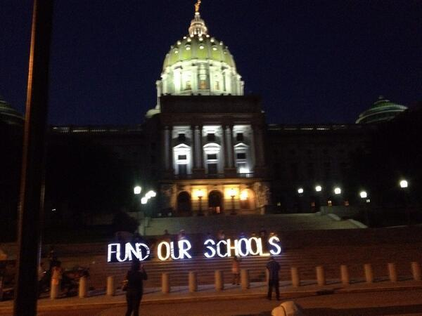 #budgetsitin #phled this little light of mine, were gonna make it shine http://t.co/xKi6oZ2N3i