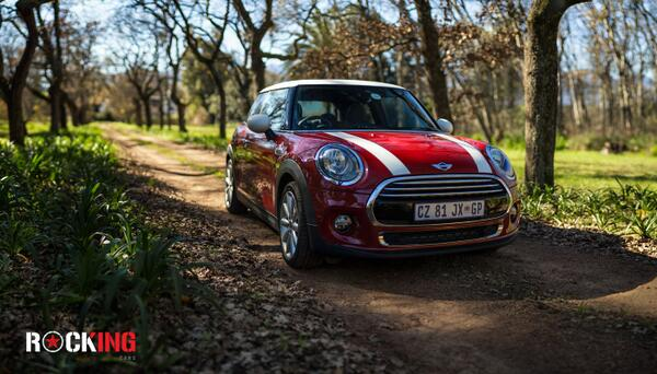 Pretty as a picture (heh). Mini Cooper Hatch. Of all the variants, this is my favourite. @RkngCars @MINI http://t.co/033oEni3qG