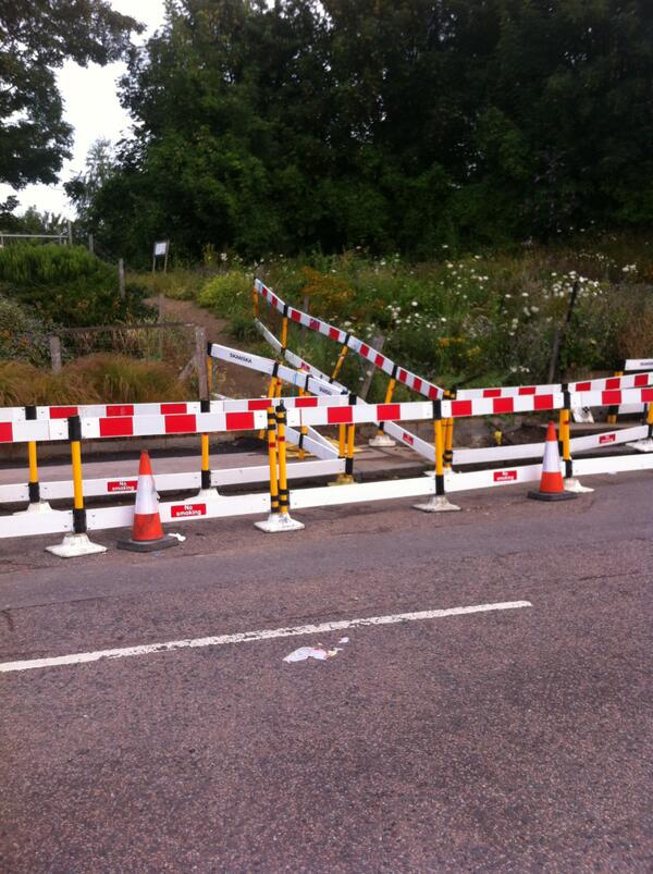 RT @James__Dixon: Station shortcut respected by pedestrian diversion barriers in Brockley. http://t.co/FZJOlGPfwK