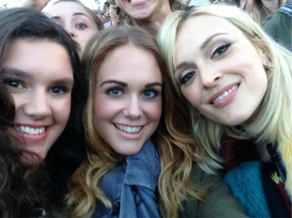 RT @SophieDugdale: Saturday night at the otherstage @AmyHunter97 @Fearnecotton #Glastonbury #selfie http://t.co/qoTj4EvcjY