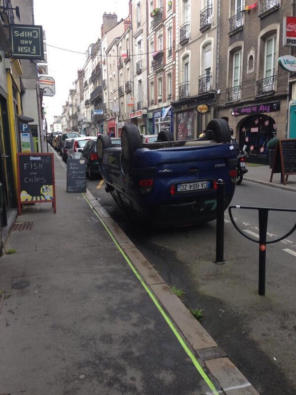 Tout va bien à Nantes ! (Après m'être renseigné c'est normal : c'est de l'art). http://t.co/OUmJrSXdD7