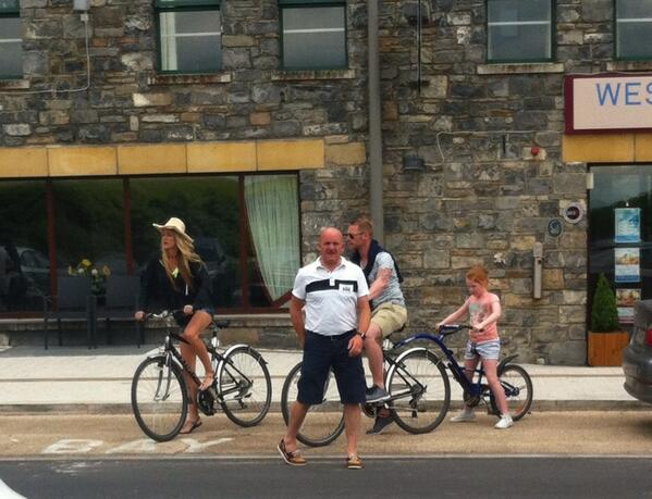 Spotted going for a bike ride on Westport Quay: Ronan Keating & family http://t.co/QjqMViMBHm