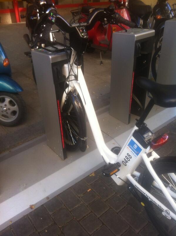La misteriosa bici mal anclada. Nadie sabe por qué se produce este fenómeno