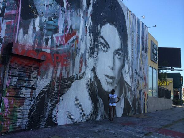 #MichaelJackson fans can see this huge MJ mural on LeBrea near San Vincente in LA http://t.co/g3UD4Dve8f