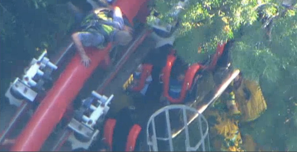 Live video: Firefighters work to rescue people stranded on ride at Six Flags Magic Mountain http://t.co/TDBdY3IDNJ http://t.co/4FTBExIatv