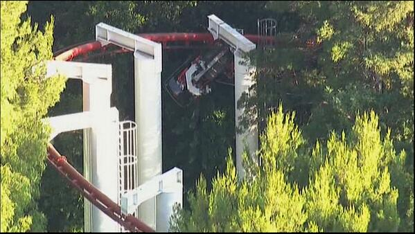 Roller coaster crashes at Six Flags Magic Mtn in California  STORY: http://t.co/Jrkv7c4Fln http://t.co/vSneDzZs2I