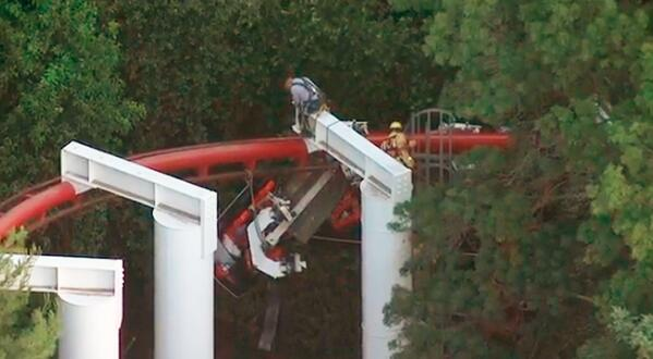 Rescue of stranded passengers on Ninja ride underway at Magic Mountain. Watch live: http://t.co/EHIn0RSmf8 http://t.co/bGhfy7eJkE
