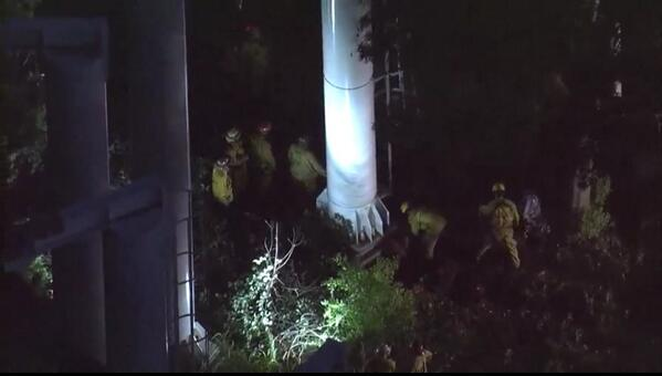 Magic mountain update: last 2 stuck riders rescued from #Ninja ride @SCVSHERIFF @LACo_FD http://t.co/BSQWnmPVCh