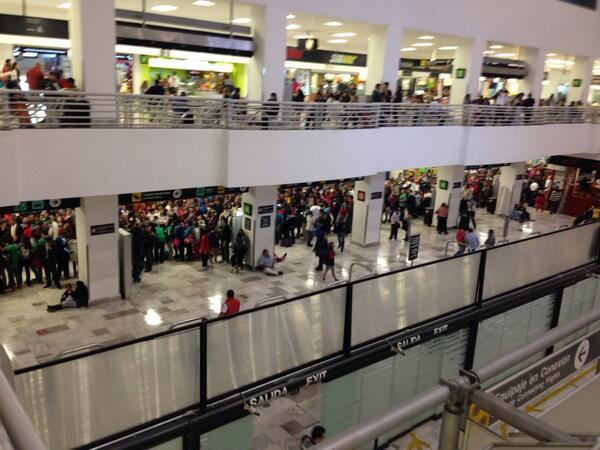 Increíble la recepción que la afición le dará a su Selección en el Aeropuerto Internacional de la Ciudad de México http://t.co/PqSUJWUxjS