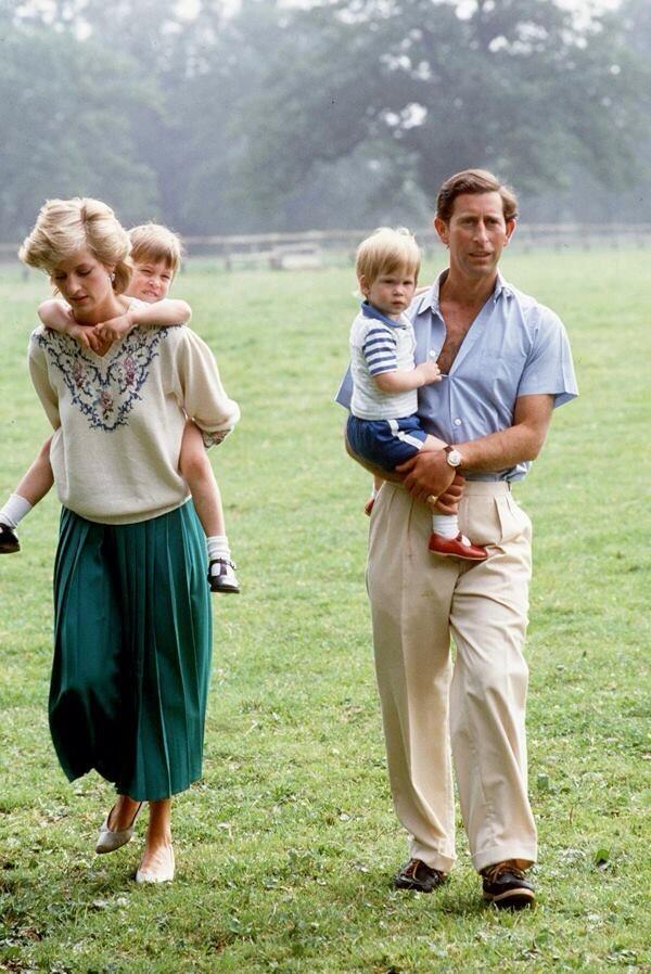 Princess Diana would have been 53 today - Princess Diana's Family Life In Pictures http://t.co/ubvmcCMp6q http://t.co/HAKw9RSuU8