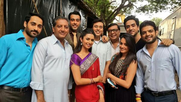 Family photo of the tv-personality, dating Sharad Malhotra, famous for Zee Cinestar Ki Khoj, Banoo Main Teri Dulhan.