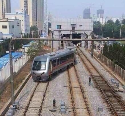 Peoples dailychina on twitter a light rail train derailed in peoples dailychina on twitter a light rail train derailed in dalian city on july 1 passengers had got off before accident no casualties reported mozeypictures Choice Image
