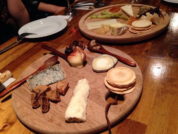 殺伐としたニュースの日ほど、日々の楽しさも伝えられるといいな。取材で訪れた西池袋のチーズレストラン daigomi は、チーズ好きには楽園でした。4人くらいでシェアするのがオススメ。深夜に食べ物の写真貼るな!と逆に怒られたりして。 http://t.co/FPsXZLdOQZ
