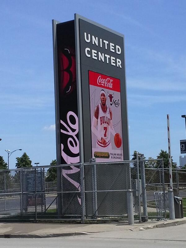 PHOTO: The Bulls' Carmelo Anthony billboard   http://t.co/1XRGfbFdc2  http://t.co/iVgWul2A1w