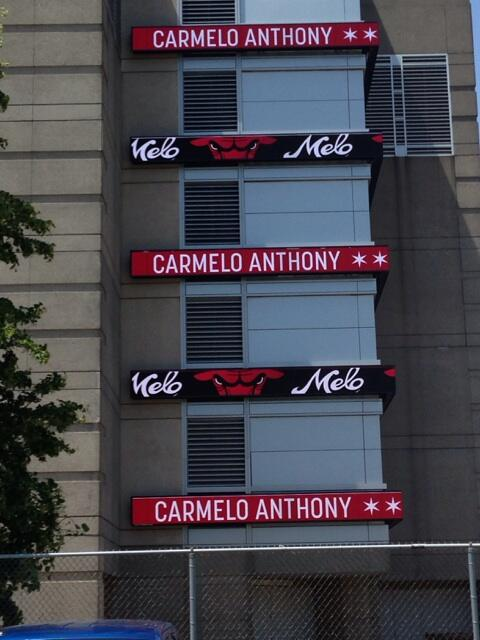 The Bulls' recruiting pitch to Carmelo is already underway. This is the message on the side of the United Center. http://t.co/RCXUoyPPhq""