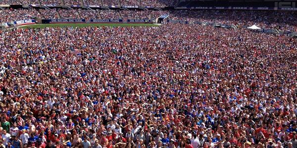 People watching at @SoldierField. (Via @ussoccer) http://t.co/f6cf5ifTIC