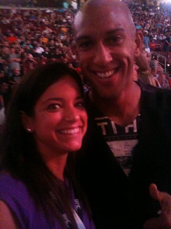 If you need bother reason to love @TimHowardGK....he's a @ufc fan! #throwbacktuesday #nobeard http://t.co/yCutvJBg2j