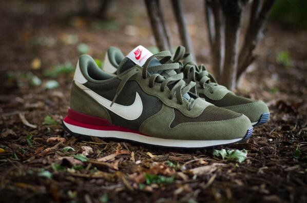 separation shoes 3e7b9 0f115 ... (Nike internationalist TP) CARGO KHAKIBLACK-WHITE 15HO- Burn Rubber on  Twitter ...