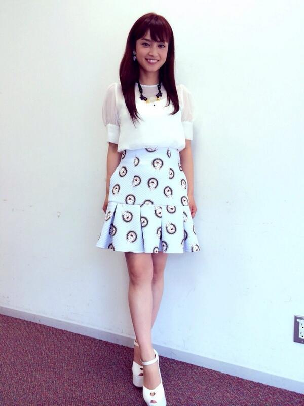全身スタイルミニスカートの平愛梨