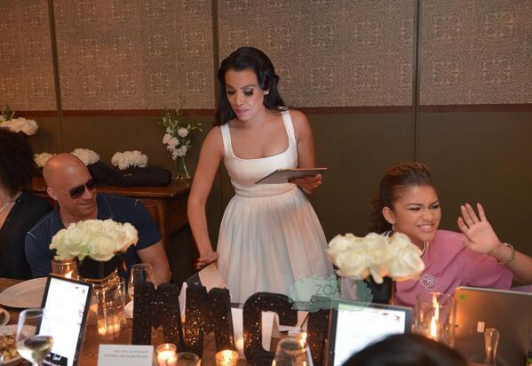 (+)Zendaya en la cena del lanzamiento del libro 'Letters to the Men I Have Loved' en Los Ángeles (30/06/14) http://t.co/YT8NFGj1SD